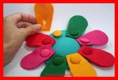 KhadeCreativa.com Felt toy BUTTON FLOWER this would be a really creative way to keep track of Daisy petals earned...each girls displayed at meetings, a special part of the meeetings where the leader gives the petal to the Daisy to button on her daisy source by :http://pinterest.com/pin/499688521134855257/