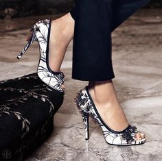 Tory Burch Printed Pixie Open Toe Pump.