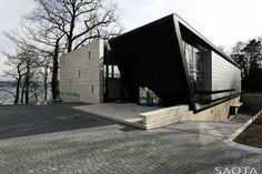 Контрастная резиденция на озере в Швейцарии от компании Saota #Architecture #Design