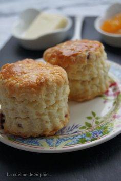 J'adore les scones et je ne suis pas la seule à la maison. J'en ai mangé de délicieux en Angleterre bien sûr mais je me suis également régalée à New York. Je me souviens encore de ceux dégustés chez Bouchon Bakery (un pâtissier français mais j'avoue n'en...