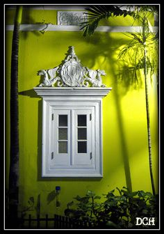 windows by quenalbertini - Beautiful white window, by suavehouse113-via Flickr...
