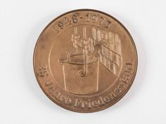 """DDR Museum - Museum: Objektdatenbank - """"Medaille Stahl- und Walzwerk"""" Copyright: DDR Museum, Berlin. Eine kommerzielle Nutzung des Bildes ist nicht erlaubt, but feel free to repin it!"""