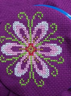 Cross Stitch Embroidery, Hand Embroidery, Cross Stitch Patterns, Embroidery Designs, Bargello, Cross Stitch Flowers, Perler Beads, Sewing Hacks, Lana