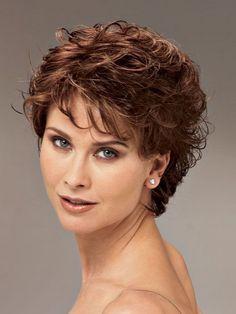 Exemple coiffure cheveux courts bouclés femme | cheveux bouclés ...