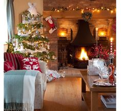 60 Best Cozy Christmas Living Room Decor Design You May Try - Page 7 of 60 - Trendy Elves
