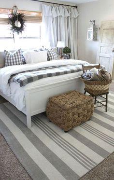 Cozy Farmhouse Master Bedroom Decorating Ideas (21)