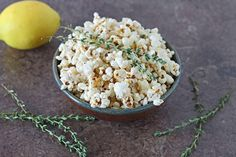 Jazz up your popcorn with these 20 Savory Popcorn Recipes, all using real food. Perfect for game night, football watching, or afterschool snacks. Popcorn Shop, Pop Popcorn, Popcorn Recipes, Snack Recipes, Simon Et Garfunkel, Real Food Recipes, Cooking Recipes, Best Party Food, Snack Bar