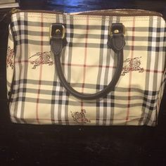 Handbag Gorgeous R hand bag. No sign of wear & tear Bags