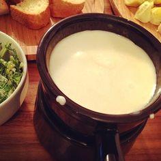 これまたカロリーもなんも気にしてない年末の晩餐......(-ิ_-ิ )。。。。 - 7件のもぐもぐ - チーズフォンデュ☆水菜サラダetc by zaozaozaozao