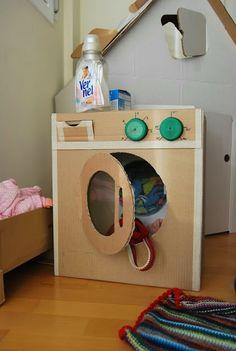 Beautiful Toys With simple cardboard boxes Cardboard Crafts Kids, Cardboard Playhouse, Cardboard Toys, Cardboard Kitchen, Cardboard Furniture, Diy For Kids, Crafts For Kids, Diy Crafts, Diy Kids Kitchen