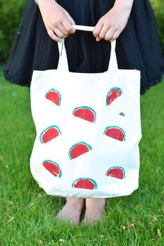 DIY Watermelon print tote bag by Wimke It's a trend, these watermelon prints are everywhere during the summertime! I wanted to do make something with this summery print. The girls are going on a school trip. I wanted to make...