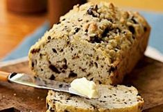Kalamata Olive Bread with Oregano by Cooking Light. A Greek salad and Pork Chops Oreganata go well with this fragrant loaf, though simply buttered slices will also satisfy. Kalamata Olive Bread, Kalamata Olives, Oregano Recipes, Quick Bread, Cooking Light, Kraut, Bread Baking, Baked Goods, Delish
