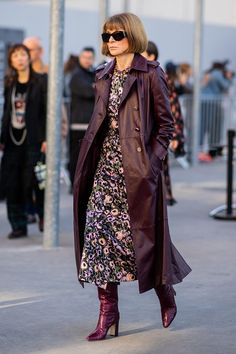 Carine Roitfeld, Anna Wintour and a few other women have one major thing in common: a power uniform. See how they build their signature styles here. Floral Dress Outfits, Winter Dress Outfits, Dress Winter, Dresses Dresses, Fall Floral Dress, Sweater Outfits, Fashion Outfits, Womens Fashion, Fashion Tips