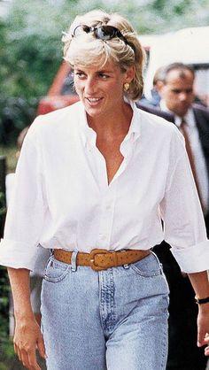 white t shirt outfit classy street style ideas 24 Denim Fashion, Fashion Photo, Fashion Outfits, Princesa Diana, Princess Diana Fashion, Classy Street Style, Estilo Jeans, Moda Vintage, Glamour