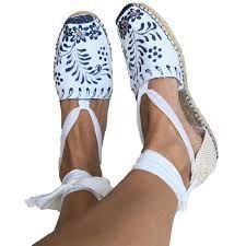 Shoes Flats Sandals, Cute Sandals, Espadrille Sandals, Shoe Boots, Crochet Hair Accessories, Felted Slippers, Crochet Shoes, Painted Shoes, Pretty Shoes