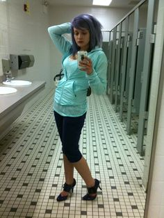 that's me....being a camera whore in the pitt community college bathroom