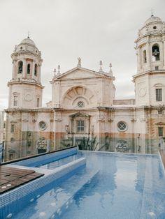 Cadix hotel la Cathedral, Andalousie - hellolaroux.com Malaga, Voyage Europe, Excursion, Southern Europe, Andalusia, Far Away, Granada, Travel Destinations, Adventure