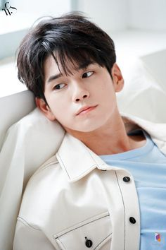 The return of photoshoot master Ong Seong Wu 'Moment of fragrance' 1 / 3 Ideal Man, Perfect Man, Ong Seung Woo, Learning To Love Yourself, Incheon, Seong, Cute Boys, Dancer, Idol