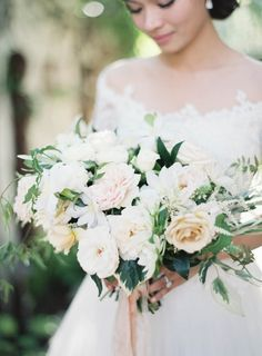 Fresh spring blooms: http://www.stylemepretty.com/2016/03/30/a-wedding-inspired-by-the-couples-trip-to-tuscany/ | Photography: Jen Huang - http://jenhuangphoto.com/