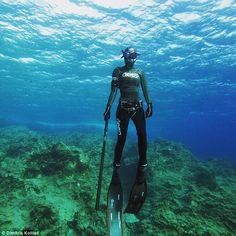 Mergulhadora que viaja pelo mundo praticando pesca submarina recebe críticas | Brasil Skin Diver