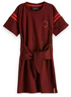 #scotch #soda #rbelle #dress #girls #kids #fashion #meisjes #jurk #mode #summer Scotch Soda, Wrap Dress, Red, Kids Fashion, Things To Sell, Girls, Dresses, Summer, Toddler Girls