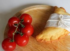 WARNING: Kids love them! Panzerotti Mozzarella and Tomato – My Italian cuisine Tomate Mozzarella, Fresh Mozzarella, Party Buffet, Calzone, Oven Baked, Tomato Sauce, Tasty, Snacks, Baking