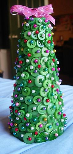 Adorable button Christmas tree plus lots of crafty ideas at Craftaholics Anonymous