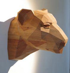 Tête de léopard, huilé cerise sculpture sur bois. Design géométrique élégant, édition limitée