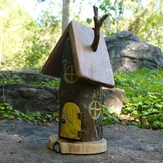 I find myself using lots of glitter these days, I love how it highlights all the seams in the wood.  #smallhavens #fairyhouse #driftwood #ooak #wherethefairieslive #ecotoys #naturaltoys #pretendplay #yellowdoor #etsyau #handmadeinaustralia