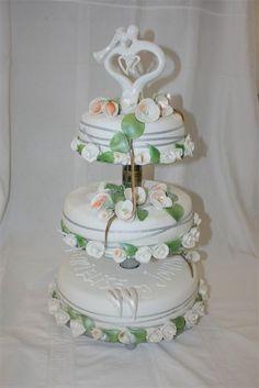 Søyle i midten, tre etasjer Cake, Desserts, Food, Tailgate Desserts, Deserts, Kuchen, Essen, Postres, Meals