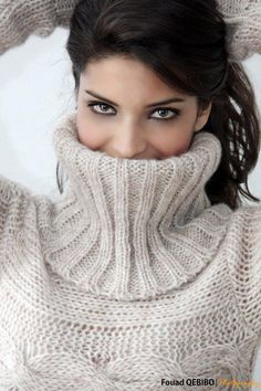Ihssane Atif is a Moroccan fashion model and actress. Knitwear Fashion, Knit Fashion, Sweater Fashion, Women's Fashion, Sweater Outfits, Thick Sweaters, Girls Sweaters, Cardigans For Women, Women's Sweaters