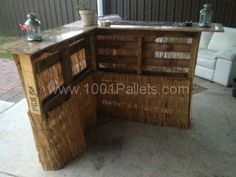 Two pallets bar