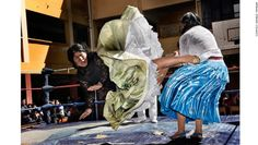 En 2010 el fotógrafo italiano Daniele Tamagni fotografió la pelea de las cholitas, las famosas luchadoras indígenas en La Paz, Bolivia.