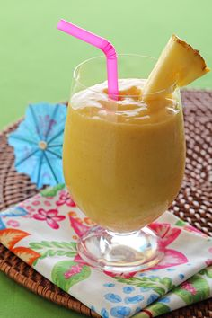 A collection of Chiquita banana smoothie recipes. These are healthy, easy recipes for the best banana smoothies -- they are easy and delicious! Mango Banana Smoothie, Juice Smoothie, Smoothie Drinks, Healthy Smoothies, Healthy Drinks, Smoothie Recipes, Juicer Recipes, Protein Recipes, Healthy Eating