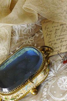 アンティーク 絹のジュエリーボックス  French Antique Silk Jewelry  Box