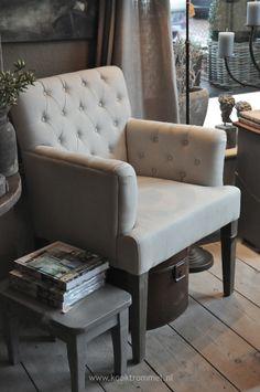 mooie stoelen , maar dan in het grijs .