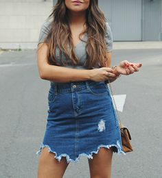 Summer outfit wearing denim skirt, grey top and brown lace up landals #summer #outfit #look #fashion #verano