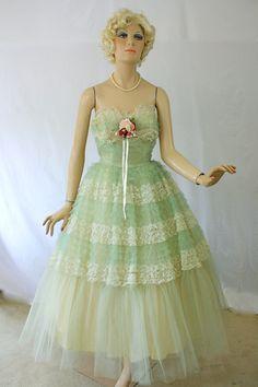 Vintage 50s Strapless Dress Green Tulle & Lace Prom Bombshell Formal Dress Shelf Bust Circle Skirt