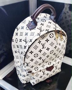 Clothes Women Fashion Styling Tips 2017 New LV Collection for Louis Vuitton Handbags.Women Fashion Styling Tips 2017 New LV Collection for Louis Vuitton Handbags. Mochila Louis Vuitton, Louis Vuitton Rucksack, Luxury Handbags, Louis Vuitton Handbags, Purses And Handbags, Tote Handbags, Designer Handbags, Designer Bags, Louis Vuitton Monogram