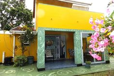 QUEENSBURGH BED & BREAKFAST  BED & BREAKFAST/ GUEST HOUSE/ GUEST LODGE IN QUEENSBURGH, DURBAN METRO & DURBAN, KWAZULU-NATAL Click on link for more info http://www.wheretostay.co.za/queensburghcottage  Queensburgh Bed & Breakfast is nestled in the heart of Queensburgh. It's a suburb of Durban and is in close proximity to the all main shopping centres and variety of restaurants. We offer two cottages and one Executive suite with balcony: