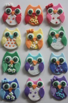 Owl Cupcake Toppers Are a Hoot Clay owls Schweizer Lover. make me oneClay owls Schweizer Lover. Polymer Clay Owl, Polymer Clay Figures, Polymer Clay Animals, Polymer Clay Projects, Owl Crafts, Clay Crafts, Owl Cupcakes, Decorated Cupcakes, Valentine Cupcakes