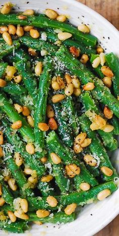 Thanksgiving: Green Beans with Pine Nuts