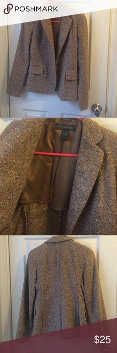 Banana Republic Tweed Blazer Made in Italy. Brown/Camel tweed blazer. Fitted. 2 front pockets Banana Republic Jackets & Coats Blazers