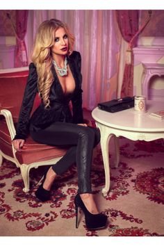 Sexy model Marina Dina with long, golden hair in a snug, low-cut black outfit. Beautiful Blonde Hair, Fashion Night, Sexy High Heels, Elegant Dresses, Sexy Legs, Night Out, Leather Pants, Style Inspiration, Stylish
