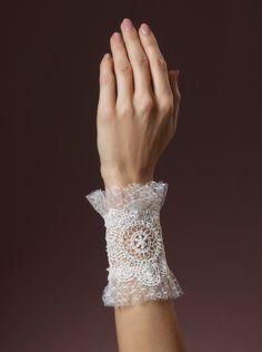 Mooie kanten armband van het merk Poirier