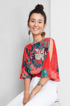Love the colors, print & open sleeve. (Longer & closed back is a must - another pic showes it open) Fashion Mode, Boho Fashion, Womens Fashion, Fashion Design, Casual Chic, Bohemian Mode, Refashion, Casual Looks, Cute Outfits
