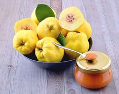 Quince is fairly inedible raw but, once cooked, a treasure trove of flavors are released. This ancient but worthy fruit deserves to come back out of the shadows. Learn some tips here for cooking with quince and enjoy its sweet taste and aroma. Quince Fruit, Quince Jelly, Guava Fruit, Juice Of One Lemon, Ginger And Cinnamon, Beautiful Fruits, Coffee Staining, White Meat, Edible Garden