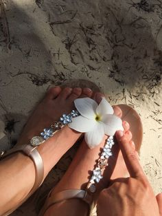 Open the link below to buy them! Flowers are girls best friends. Bavaro Beach, Flat Sandals, Flats, Guess Shoes, Up Styles, T Strap, Girls Best Friend, Other Accessories, Tropical