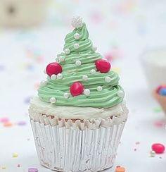 Christbaum Muffins, Weihnachtsbaum Cupcakes verzieren mit Schritt für Schritt Bildern, Anleitung für Muffins als Weihnachtsbaum dekorieren, Weihnachtsdeko, Weihnachtskuchen