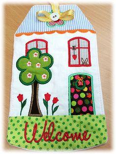Der Stickbär  Spring Welcome House ITH gestickt von Sandra